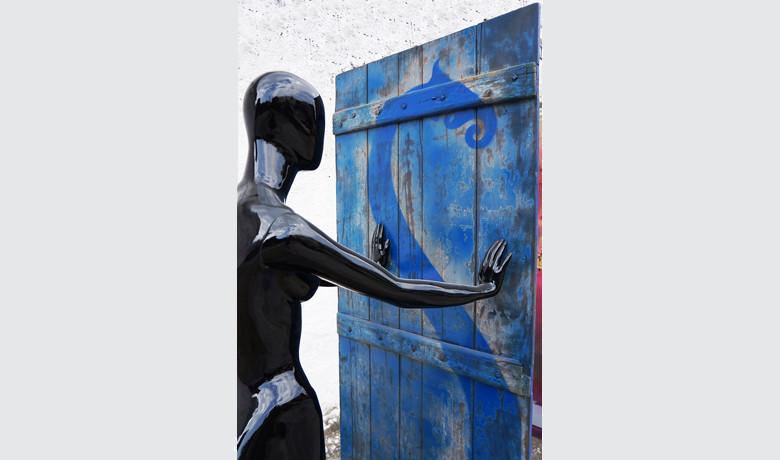 0.82x2x0.9m – 2014 - Tinta Automotiva sobre FiberGlass e graffiti sobre madeira